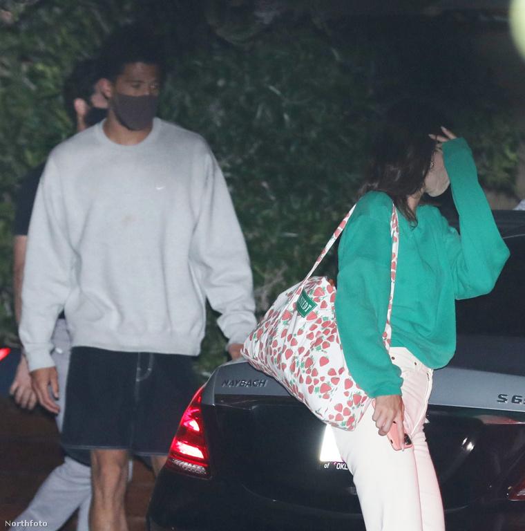 Hát sok minden nem látszik belőlük, de ez a kép 2020. szeptember 6-án készült, és Devin Booker, valamint Kendall Jenner szerepelnek rajta.