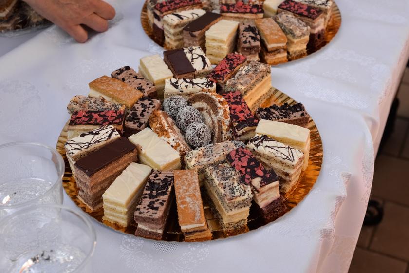 Lagzis barack, hólabda, őzgerinc – Vidéki lakodalmak asztaláról nem hiányozhatnak ezek a sütemények
