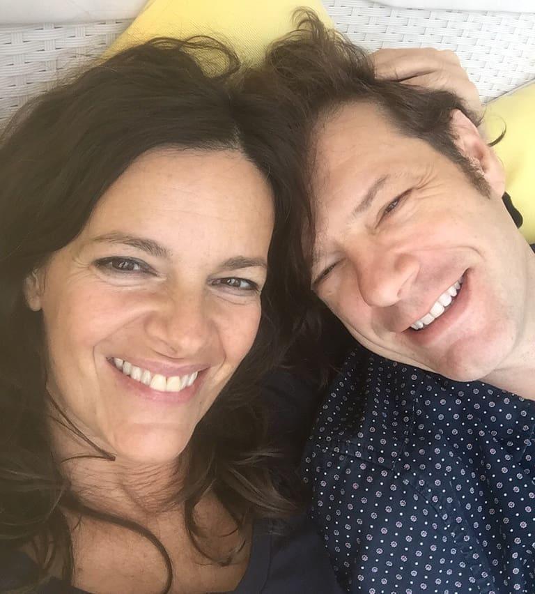"""""""Ezen a napon általában nem szoktam dolgozni, hanem mindig együtt vagyunk 23 éve!!! Szeretlek Kriszta, a Sztárban Sztár után tali!"""" - írta Tilla az évfordulós fotóhoz."""