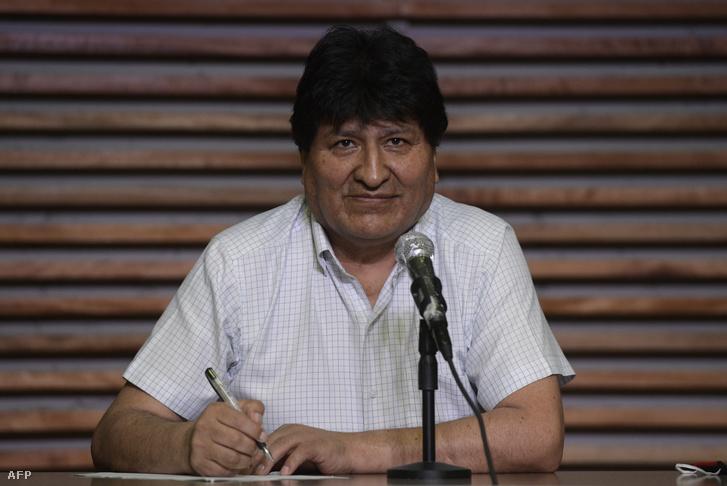 Evo Morales sajtótájékoztatón Buenos Airesben 2020. október 19-én
