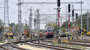 Késnek a vonatok Pécs és Dunaújváros irányába