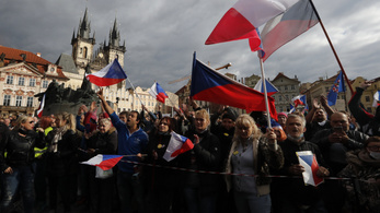 A köztereken is kötelező lesz a maszk viselése Csehországban
