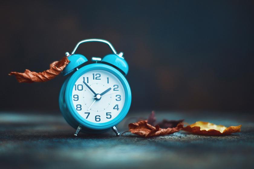 Most előre vagy hátra kell tolni az órát? Néhány nap múlva kezdődik a téli időszámítás