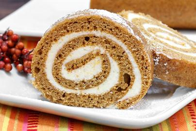 Puha, sütőtökös piskótatekercs krémsajttal töltve – Igazi őszi édesség