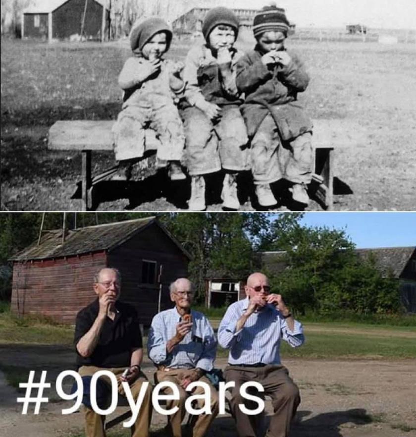 - A nagyapám három túlélő testvére gyerekként és 90 évvel később, ugyanazon a farmon ugyanazon a padon - írja a fotó megosztója.