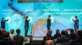 Hiába a washingtoni nyomás, Orbánék kitartanak a Huawei mellett