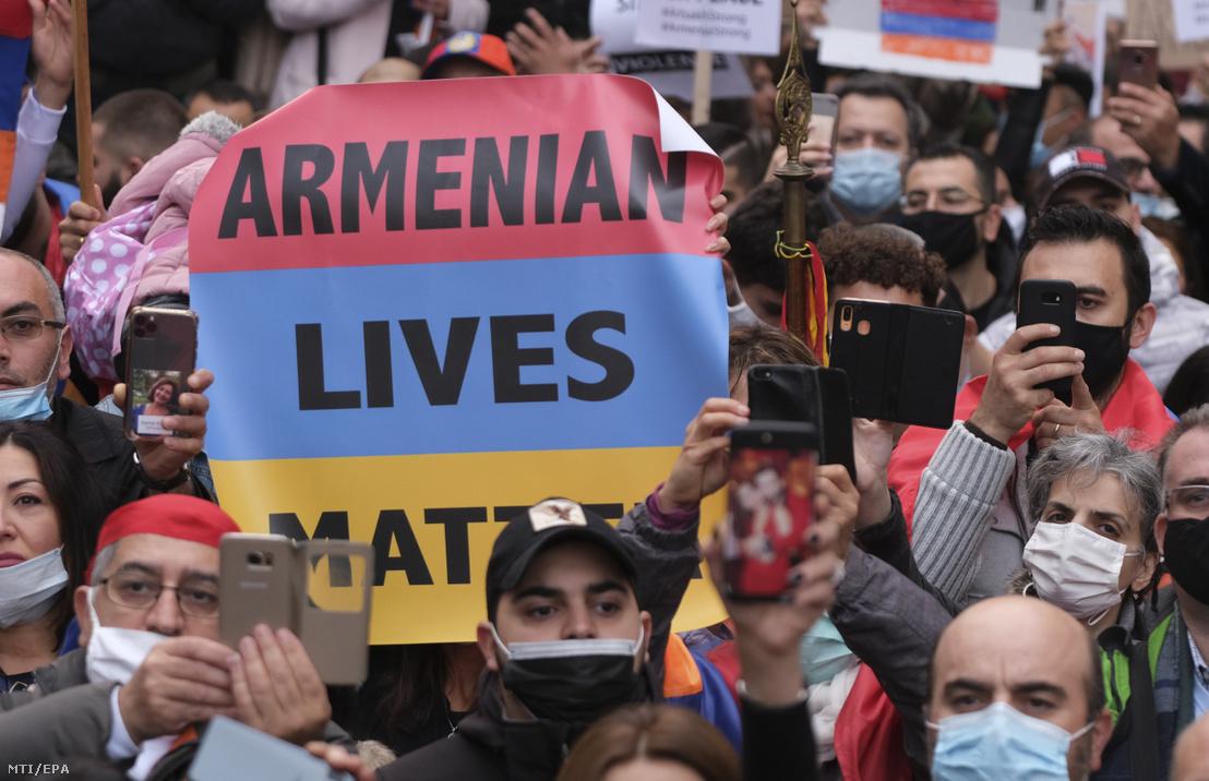 Örmény tüntetés a hegyi-karabahi összecsapások miatt Brüsszelben.