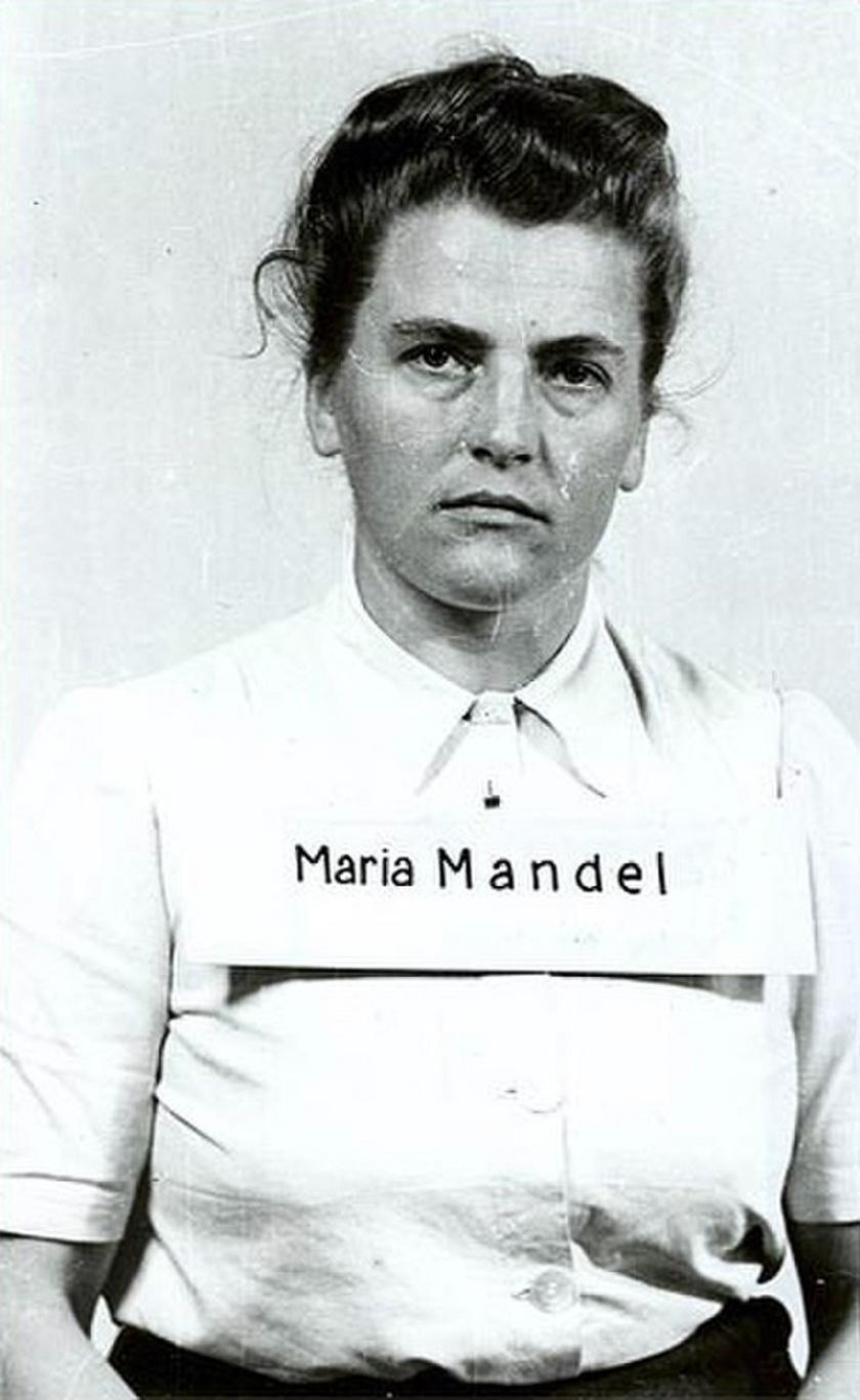 Maria Mandl (1912-1948) 1938-ban kezdte SS-karrierjét Lichtenburgban. A foglyok szörnyetegnek nevezték, mert minden apróságért kegyetlenül megbüntette őket, és élvezte a fájdalom látványát. Rugdosta, verte és különféle módokon kínozta a rabokat, örömmel töltötte el, ha nőket, gyermekeket küldhetett gázkamrába. 1948-ban akasztották fel bűneiért.