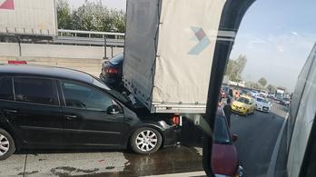 Öt autó ütközött Szigetszentmiklósnál az M0-son