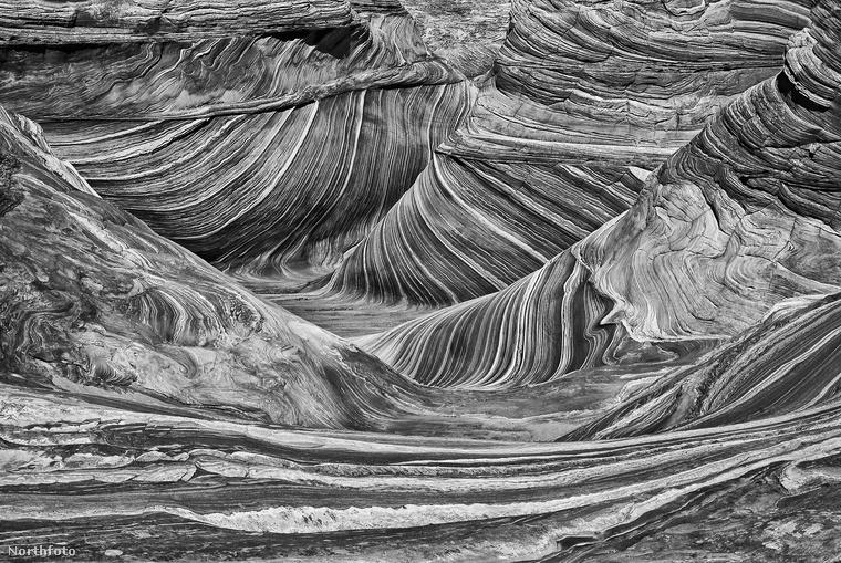 Az arizónai Paria Canyon–Vermilion Cliffs vadon fennsíkokokból és kanyonokból álló területe ilyen mesésen fest fekete-fehérben