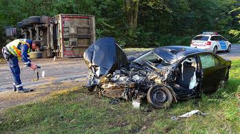 Kamion lapította ki az elé hajtó autót Kecskemétnél