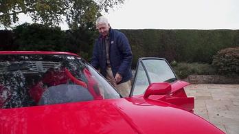 Ez a bácsi még 80 évesen is Ferrarikkal jár