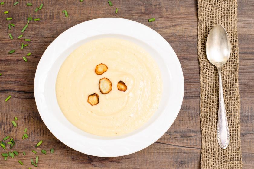 Krémes fehérrépaleves sok hagymával: édes és fűszeres