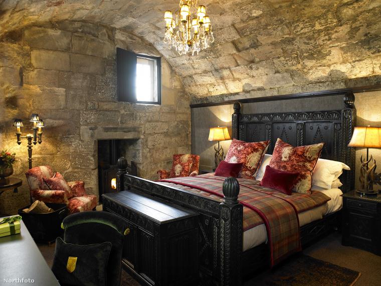 Egy évszázaddal később Cromwell seregei csaptak le a várra, ami a királypártiak kezén volt