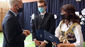 Budapesti horvát diákokat díjazott Soltész Miklós