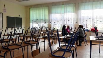 A felsős diákok is vegyes vagy távoktatásra térnek át Lengyelországban