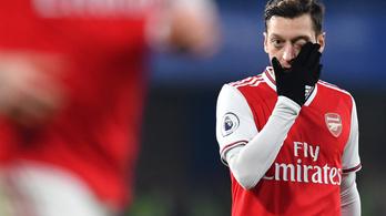 Kirakták a bajnoki keretből, Özil kiakadt az Arsenalra