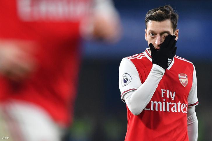 Mesut Özil partvonalon kívülre került az Arsenalnál