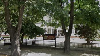 Diákok tömegét küldték haza a gimnáziumból, miután koronavírusos lett három pedagógus