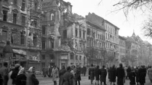 '56 első kézből - A történelmet felülről írják, de milyen volt megélni?