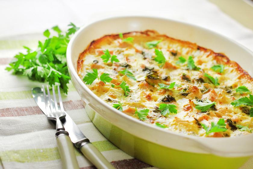 Csirkés karfiolrakott szaftosan, sok sajttal a tetején: maradék csirkéből is készítheted