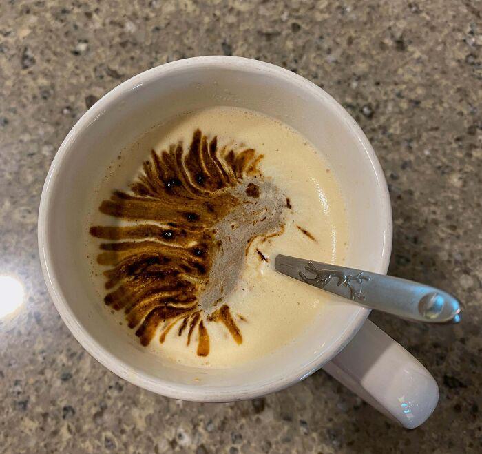 Nemcsak a frissen őrölt, hanem néha az instant kávé is tud olyan meglepetéseket okozni, mint ez a kis sündisznó.