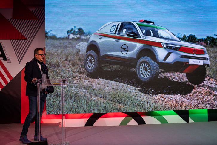 Bunkoczi László elképzelhetőnek tartja, hogy az új Mokkából egészen újszerű tereprali autót építenek majd Szalay Balázzsal