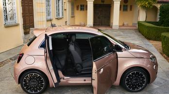 Itt a háromajtós Fiat 500-as, és az olcsóbb változat