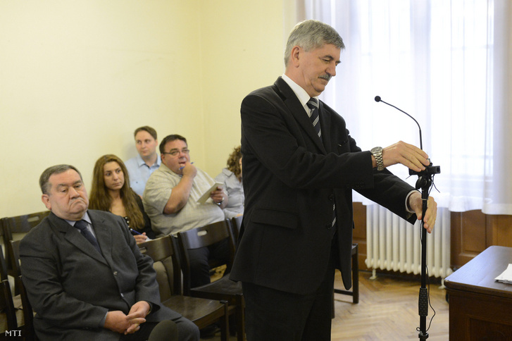 Kocsis Istvánt az MVM Magyar Villamos Mûvek Zrt. volt vezérigazgatóját tanúként hallgatják meg a Kiss Ernő nyugalmazott rendőr dandártábornok (b) ellen befolyással üzérkedés miatt indított perben a Fővárosi Törvényszéken 2015. április 15-én.