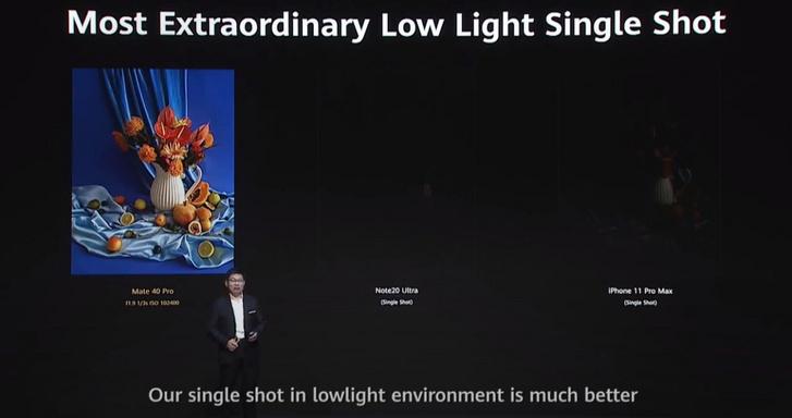 A Huawei-prezentációnak a konkurenciát ledózeroló hangvételét jól jellemzi ez a kép. A bal szélső oldalon a Huawei Mate 40 Pro által készített kép látható (gyenge fényviszonyok között), mellette pedig a Samsung Galaxy Note 20 Ultra és az iPhone 11 Pro Max készülékeknél a kép helyetti szinte teljes sötétség (Forrás: YouTube)