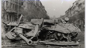 A pesti srácok gerillaharca: serpenyőkkel, mélytányérokkal és lekvárral a tankok ellen