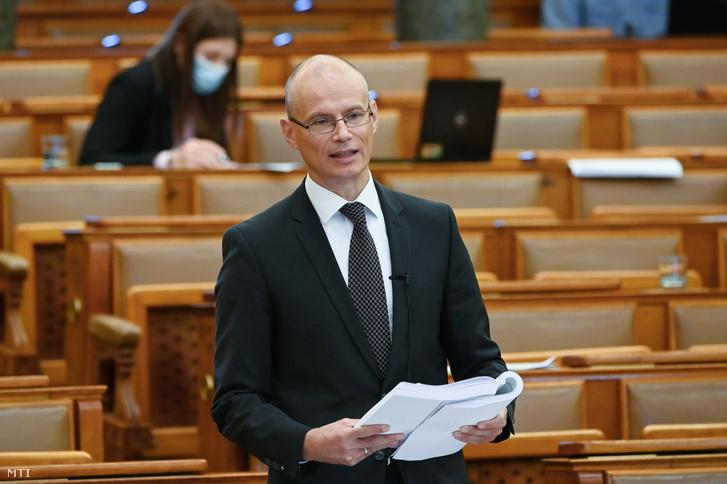 Banai Péter Benő, a Pénzügyminisztérium államháztartásért felelős államtitkára felszólal a 2019-es költségvetés zárszámadásáról tartott vitában az Országgyűlés plenáris ülésén 2020. október 21-én