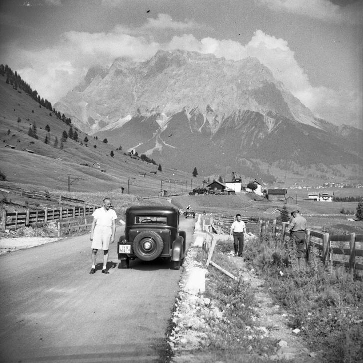Adler balra, talán a Marmolada szemben - sose tudom megjegyezni, melyik hegy, melyik, csak a hágók nevét tudom