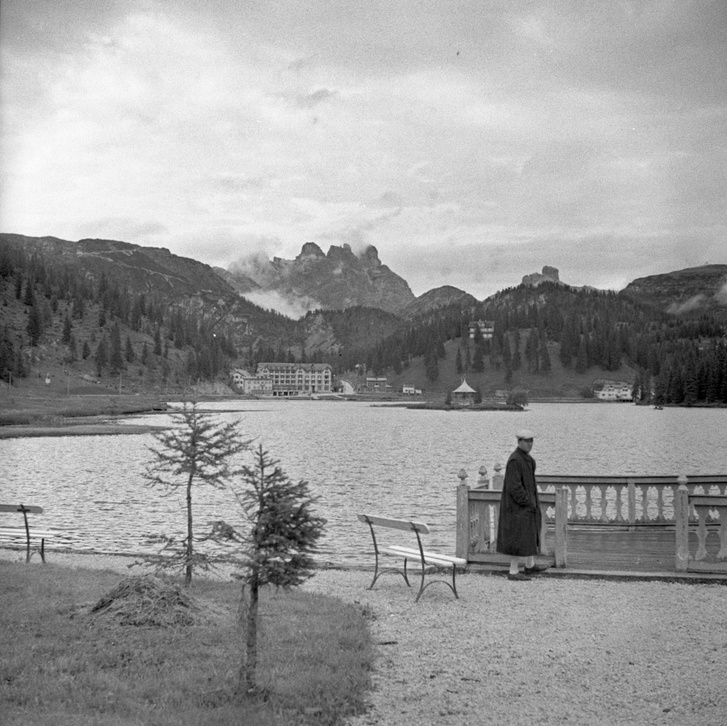 Ezt tudjuk mi: a Misurina tó a Dolomitokban, tucatszor jártam már ott. Háttérben a Tre Cime, azaz akkor még majdnem Drei Zinnen