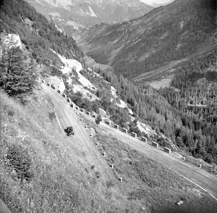 Ilyen éles kanyarok a Passo Giaura és -ról vannak, bár manapság egy csomót aládúcoltak