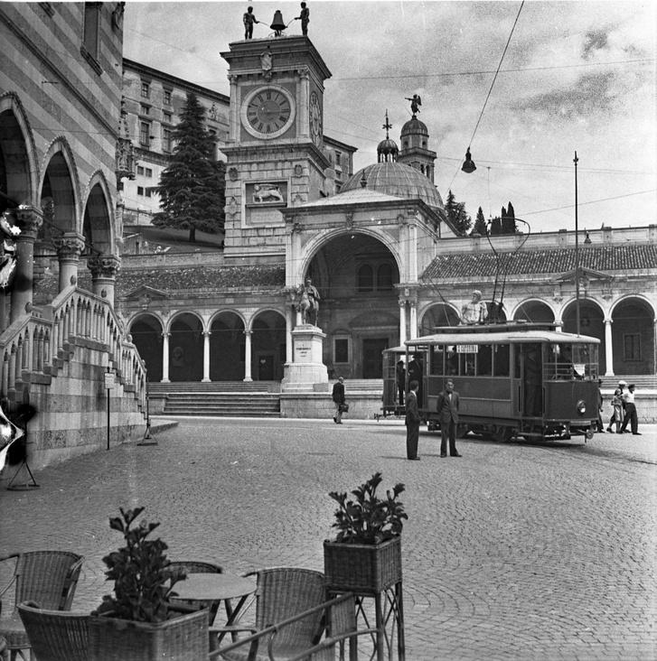 Megvan! Ez Udine, ráadásul a Piazza della Liberta! A Google súgott ez esetben...