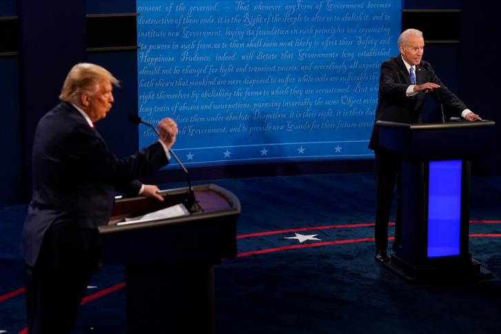 Donald Trump és Joe Biden az elnökválasztási kampány utolsó jelöltvitáján 2020. október 22-én.