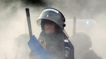 Kommandósok oszlatták fel a temetést Romániában