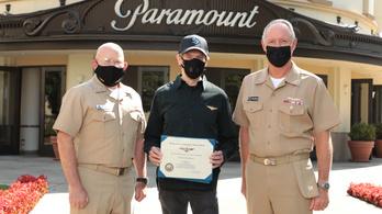 Tiszteletbeli haditengerészeti pilótává avatták Tom Cruise-t