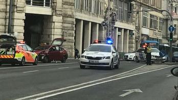 Rendőrautó karambolozott Budapesten
