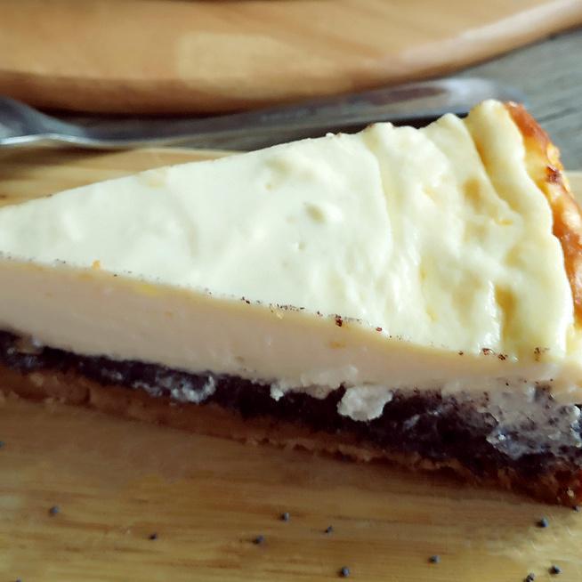 Klasszikus sajttorta mákos krémmel rétegezve - Így nem fog megrepedni a teteje
