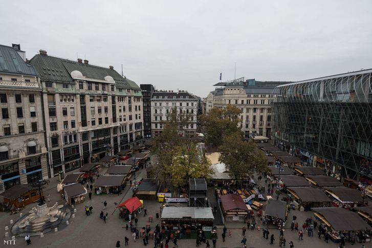 Adventi és karácsonyi vásár Budapesten a Vörösmarty téren