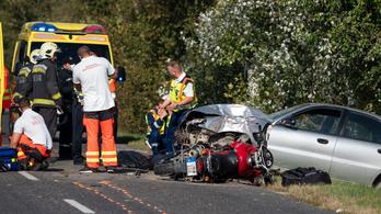 Részeg volt a sofőr, aki szemből halálra gázolt két motorost Sükösd mellett