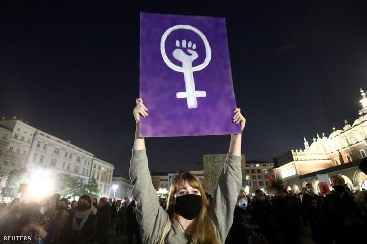 Tüntetők Krakkóban 2020. október 24-én