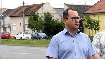 A negatív teszt hamis biztonságérzetet adhat – írja a fertőzött csepeli alpolgármester