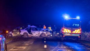 Két autó ütközött, egy ember szörnyethalt Jakabszállásnál