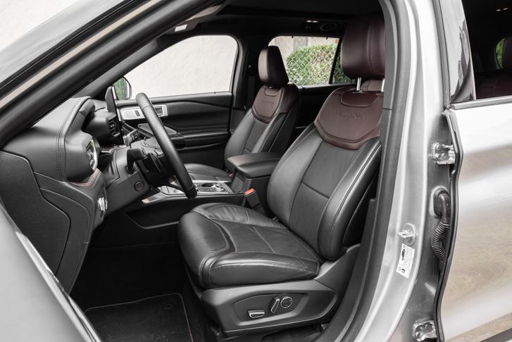 Panaszra nincs ok. Amúgy a kormány állítása is elektromos, most vezettem Audi SQ7-est mechanikus kormányoszloppal...