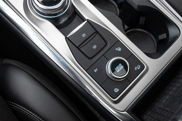 A drive mode tekerővel elérhető, hogy finoman induljon el, mondjuk Eco vagy csúszós út üzemmódban