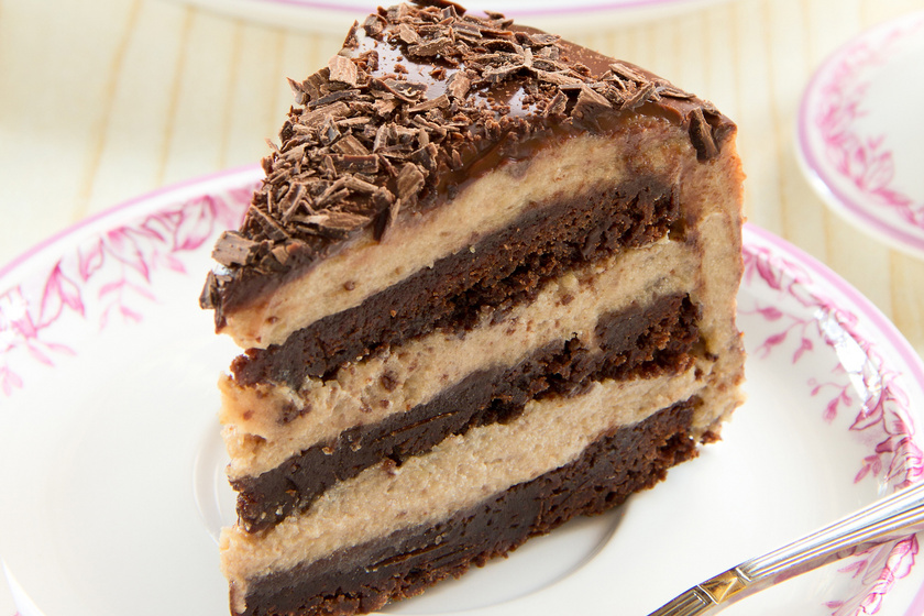 Gesztenyekrémes, csokis süti: még a piskótánál is puhább a tésztája
