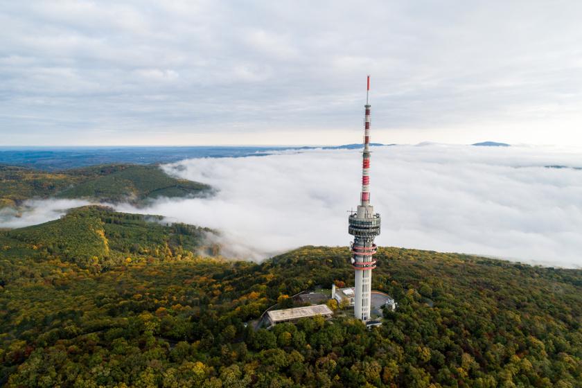 Tejköd Pécs felett, előtérben a tévétorony. A fotók 2020. október 26-án készültek.